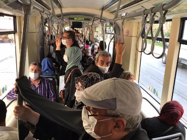 Eskişehir'de koronavirüs vakaları artarken maskeler çenede! - Resim: 1