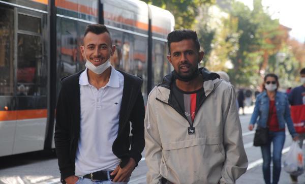 Eskişehir'de koronavirüs vakaları artarken maskeler çenede! - Resim: 4