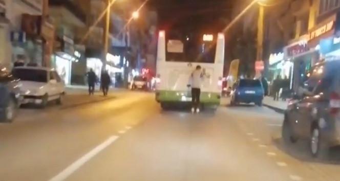 Trafikte ölümüne yolculuk kamerada