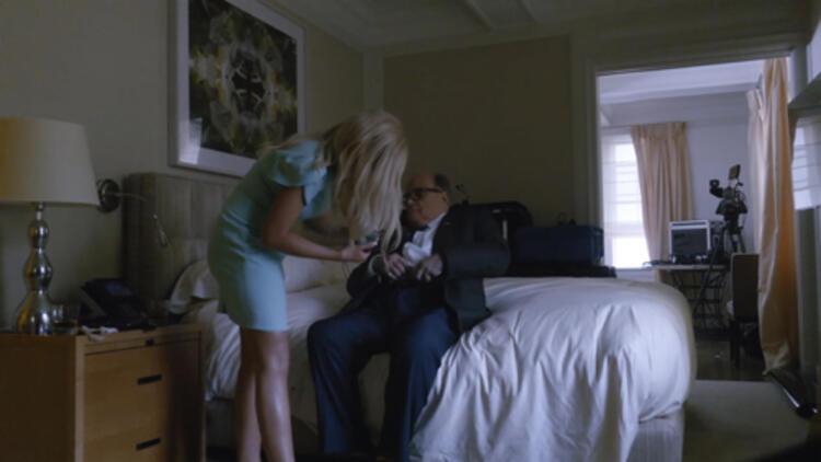 Otel odasındaki yatak sahnesiyle meşhur oldu