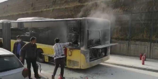 İstanbul'da İETT otobüsünde korkutan yangın