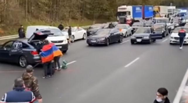 Ermeniler Fransa'da Türlere saldırdı; yaralılar var!
