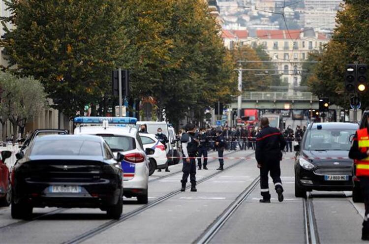 Fransa'da kanlı saldırı: 3 ölü