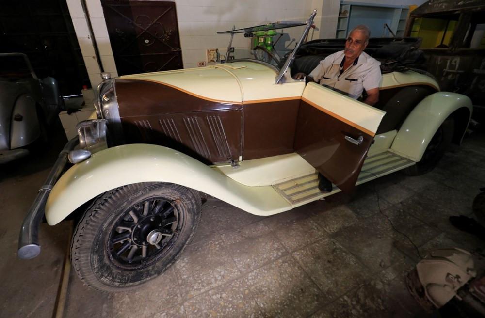 Tarih kokuyor! Garajını yüzlerce klasik otomobille doldurdu