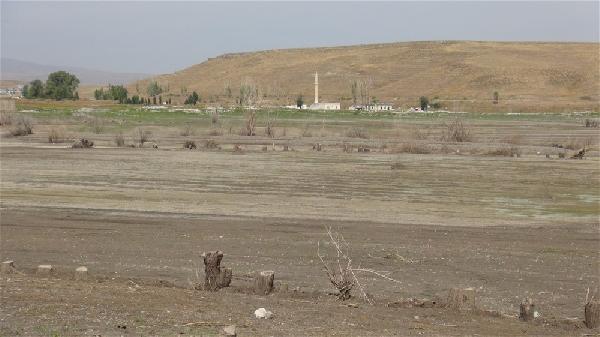 Barajda su seviyesi düştü, kayıp köy ortaya çıktı - Resim: 3