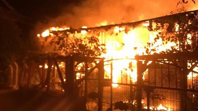 Bolu'da yangın paniği! 2 katlı ev küle döndü