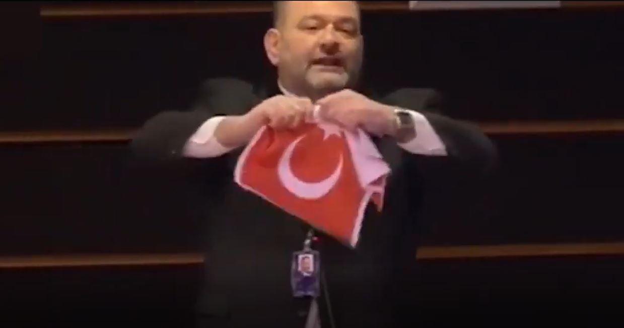 Türk Bayrağı'nı yırtan küstah Yunan vekil tutuklandı