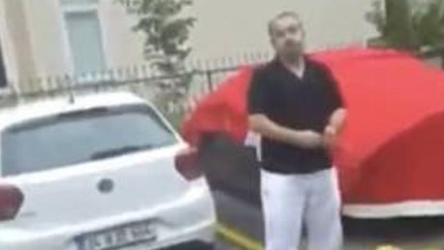 Sosyal medyayı sallayan olay! Türk bayrağını aracının üzerine örttü
