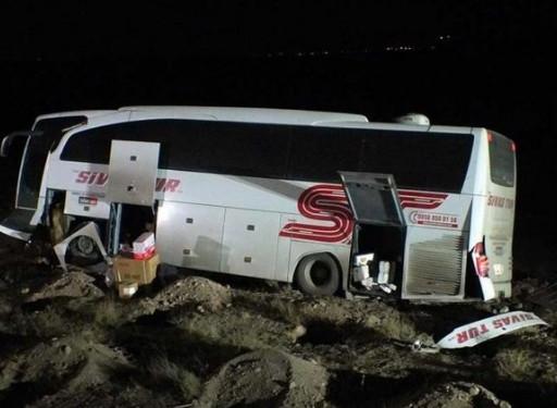 Yolcu otobüsü şarampole uçtu