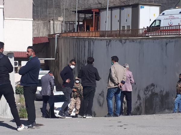 Hakkari'de esrarengiz olay! Boş arazide iki ceset bulundu