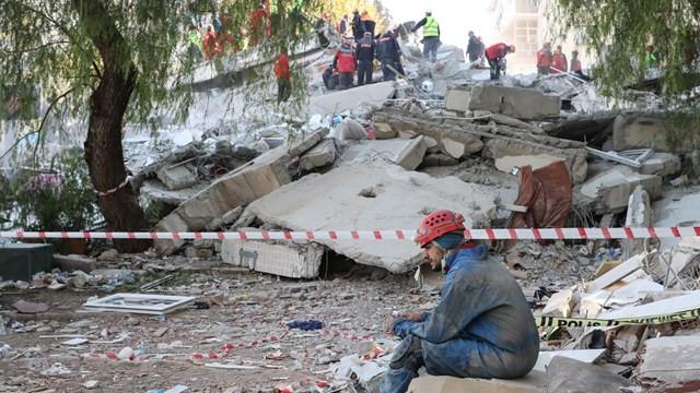 İzmirli depremzedelere hırsızlık şoku! 9 kişi gözaltına alındı