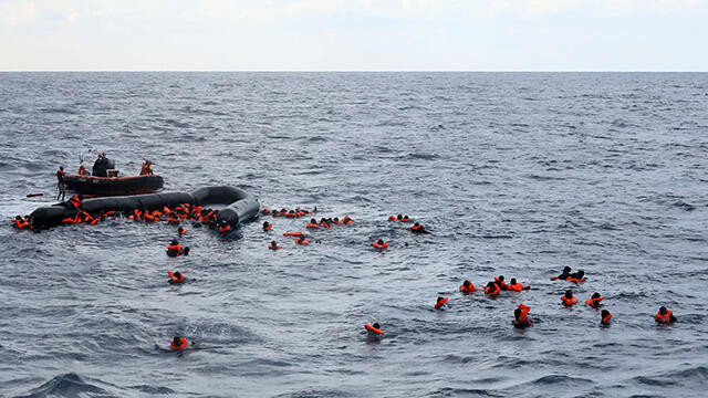 Libya açıklarında facia! En az 74 kişi boğularak öldü