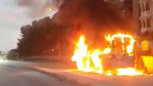 Dehşet anları kamerada! Minibüs seyir halinde yanmaya başladı