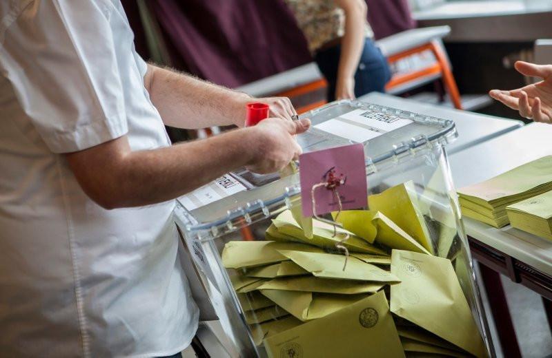 Son seçim anketinde kararsızlar %25,3'e yükseldi