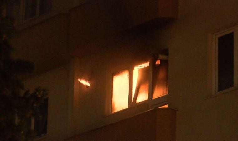 İstanbul'da bir daire alev alev yandı