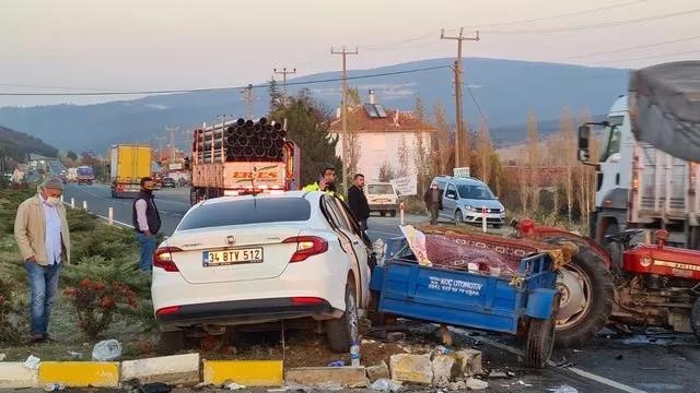 Traktör ve otomobil çarpıştı, ortalık savaş alanına döndü
