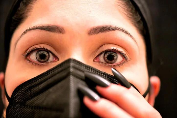 Uzman isim açıkladı! Göz kızarıklığı koronavirüs belirtisi mi? - Resim: 2