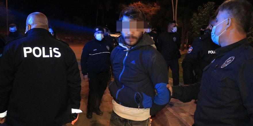 Kimlik soran polislere taşlı saldırı
