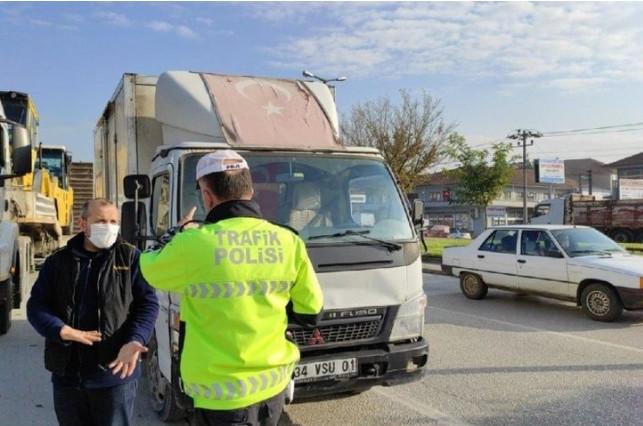Kamyonet sürücüsüne solmuş Türk bayrağı cezası
