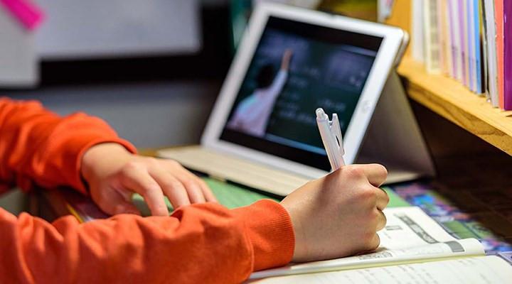 Online derste mikrofonu açık unutan öğretmen küfür yağdırdı!