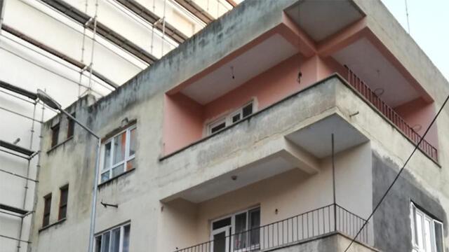 Çatıdan eve girmeye çalışırken aşağı düştü