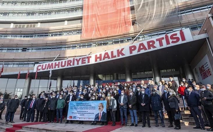 CHP Genel Merkezi önünde Kılıçdaroğlu'na destek