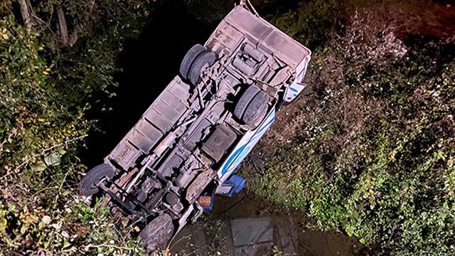 Düzce'de feci kaza! Minibüs köprüden kanala uçtu