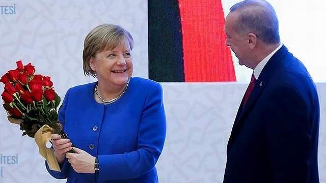 Merkel'den Türkiye'ye yaptırım sinyali