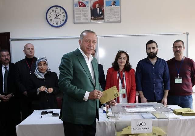 Son Cumhurbaşkanlığı anketinde Erdoğan 2 isme yenildi!