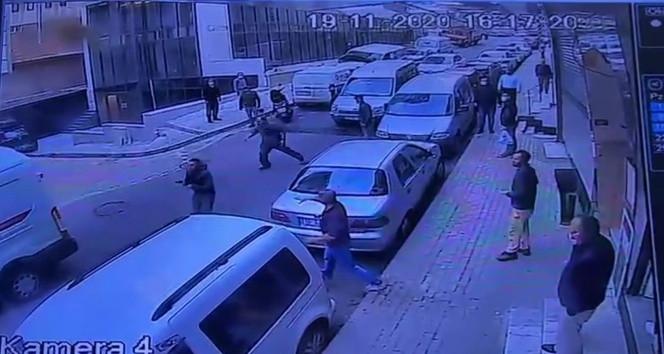 İstanbul'da eli silahlı trafik magandası kamerada