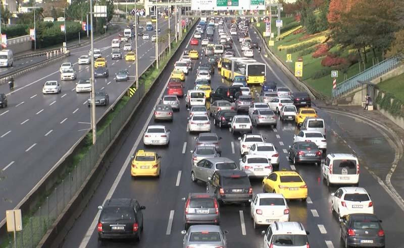 Kısıtlama bitti, trafik yoğunluğu başladı