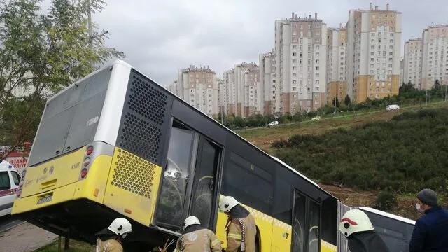 İETT otobüsü yoldan çıktı! Çok sayıda sağlık ekibi sevk edildi