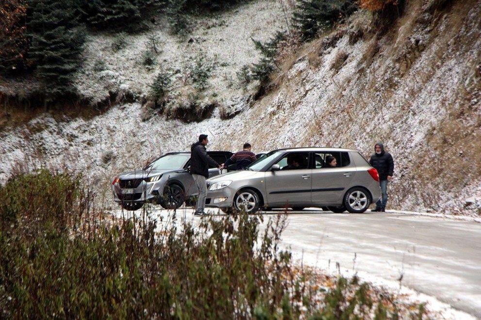 Yedigöller'de ulaşıma kar engeli: Onlarca araç geri döndü