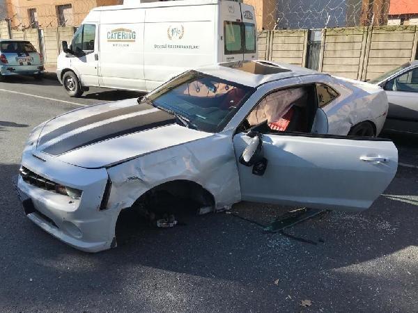 Enes Batur lüks otomobiliyle ölümden döndü! Kaza anı kamerada