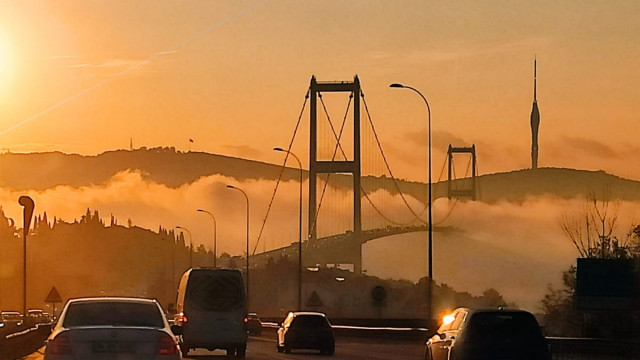 İstanbul Boğazı'nda sis kartpostallık görüntüler oluşturdu