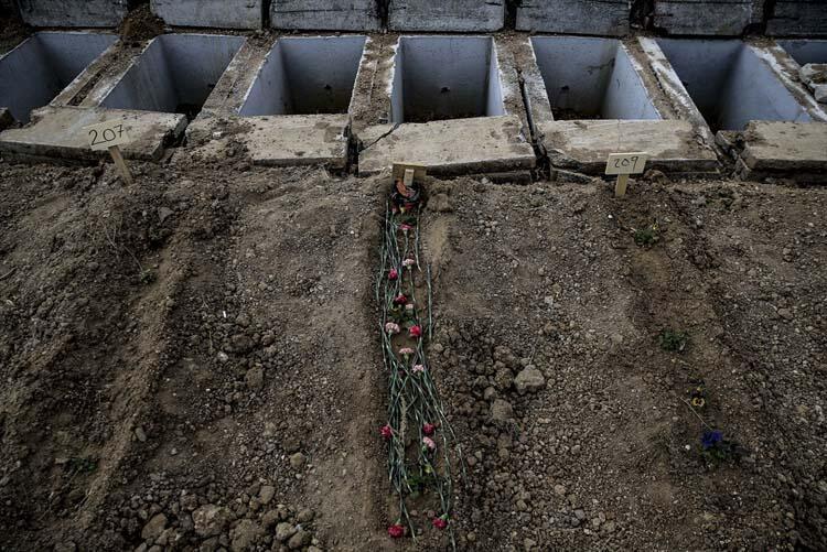 Tabutla gömüyorlar! Ankara'dan ürperten görüntüler