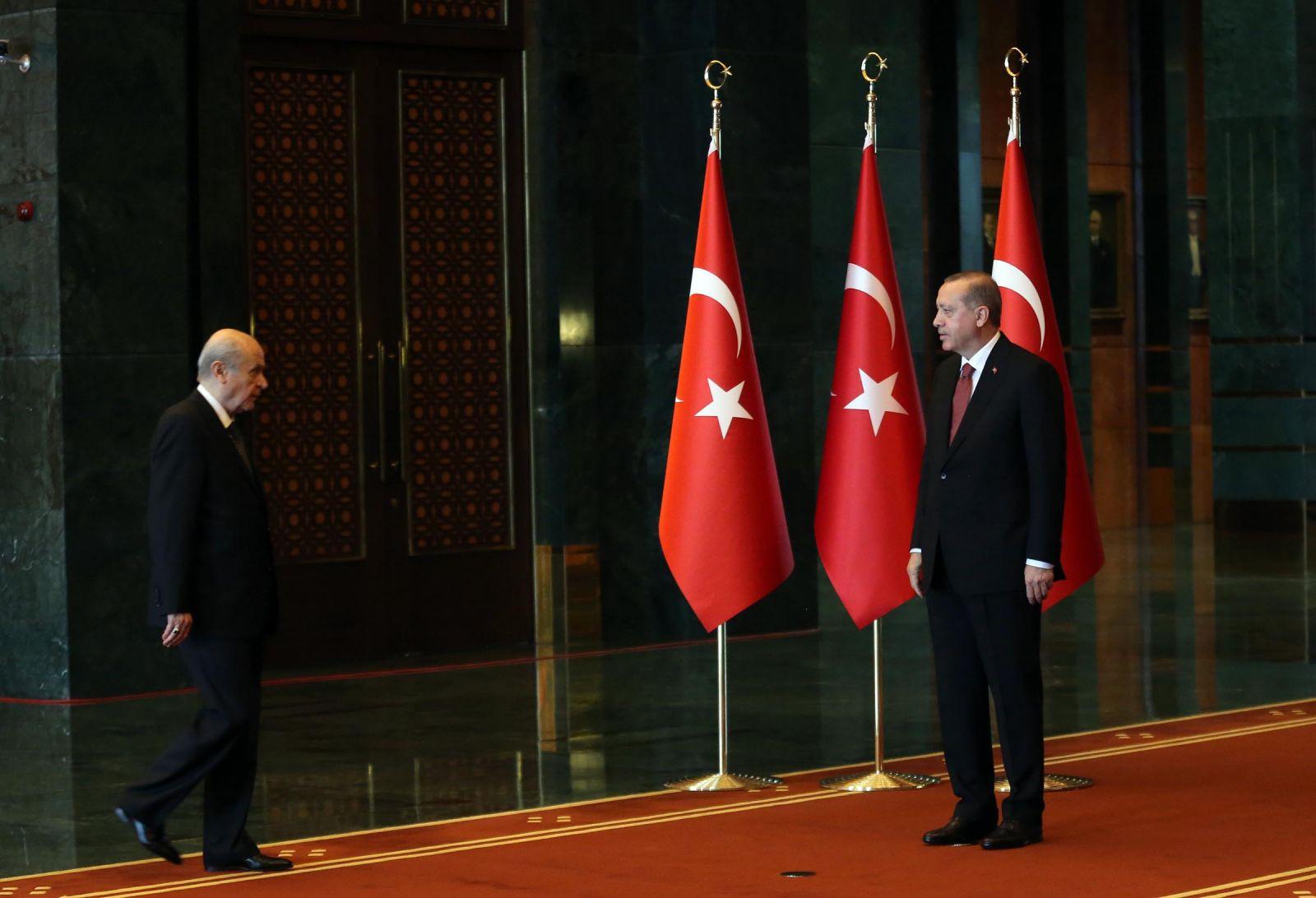 Erdoğan'ı beğenmeyen MHP'liler, Bahçeli'yi beğenmeyen AK Partililer anketi!