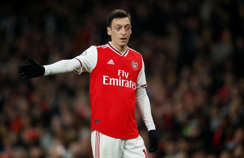 Mesut Özil ile birlikte dünyaca ünlü golcü Fenerbahçe'ye