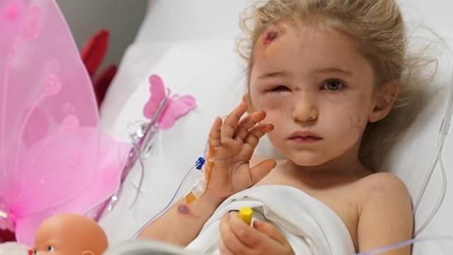 İzmir depreminin 65. saatinde enkazdan kurtarılan Elif ayağa kalktı