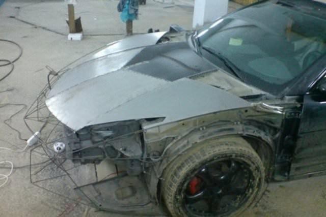 Evinin garajında 2 yılda spor araba yaptı
