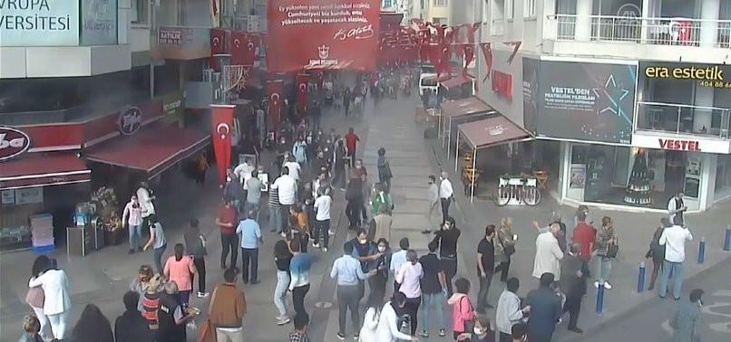 İzmir'deki depremden yeni görüntüler! Araçlarını bırakıp kaçtılar