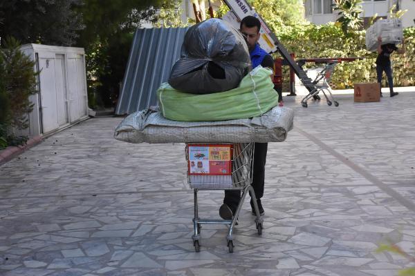 İzmir'de evleri zarar gören depremzedeler taşınıyor - Resim: 2
