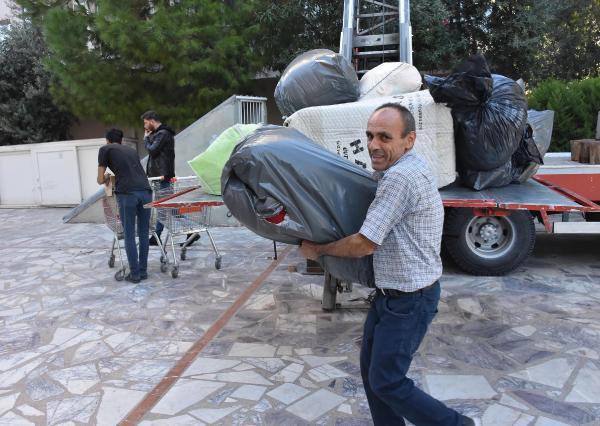 İzmir'de evleri zarar gören depremzedeler taşınıyor - Resim: 3