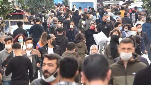 Vaka artışına rağmen İstiklal Caddesi'ndeki yoğunluk dikkat çekti