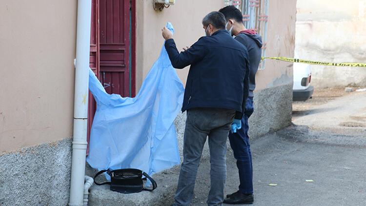 Genç kız sokak ortasında ölü bulundu