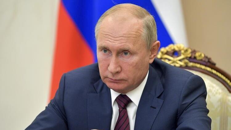 Putin, iki bakanı görevden aldı!