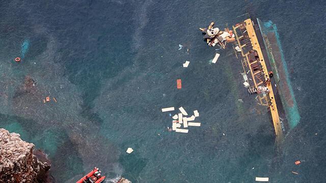 Alanya'da batan tur teknesi sudan çıkarıldı