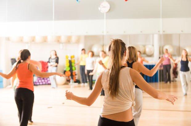 Diyanet'in toplantısında dans kursundan rahatsız oldular