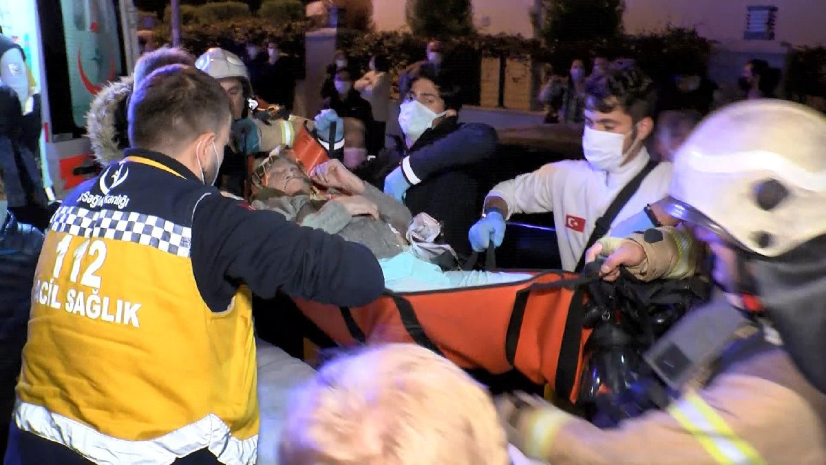 İstanbul'da olaylı gece! Yüzlerce kişi sokağa döküldü