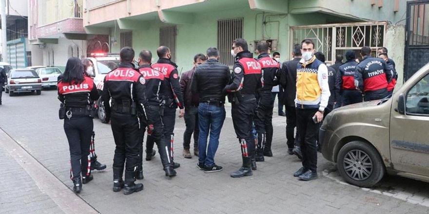 Suriyeliler 2 polise sopa ve bıçaklarla saldırdı!